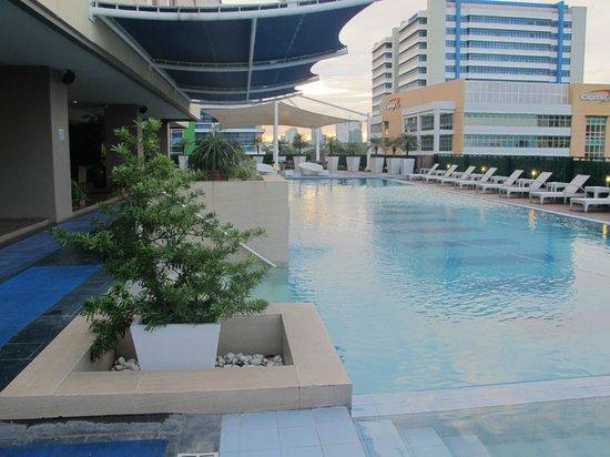 The Bellevue Manila: Pool