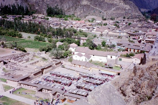 PeruRail - Vistadome: Ollantaytambo, our Vistadome station