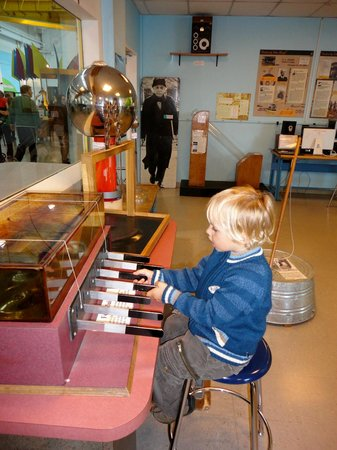 Oregon Museum of Science and Industry : OMSI lab