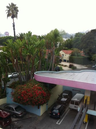 Ramada Plaza West Hollywood Hotel & Suites: Vista da parte lateral do hotel