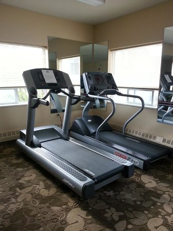 Days Inn & Suites Yellowknife: gym