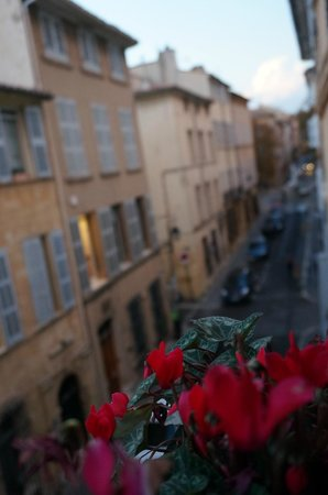 La Maison d'Aix: View of flowers in windowbox and street from room