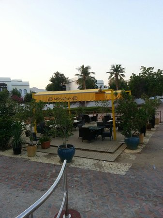 Qurum Beach : the Crepe Cafe @ Shati Beach