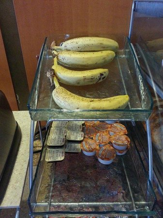 Holiday Inn Express Hotel & Suites Council Bluffs : Bananas on day 2 - Sunday