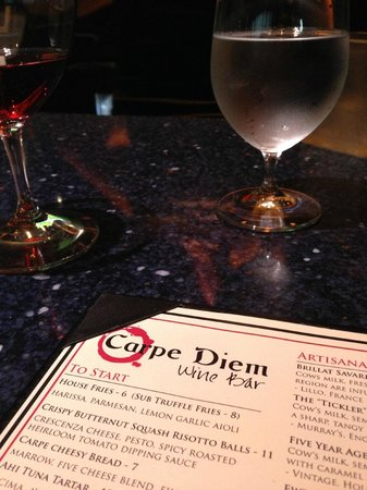 Carpe Diem Wine Bar: Happy Hour Pinot Noir