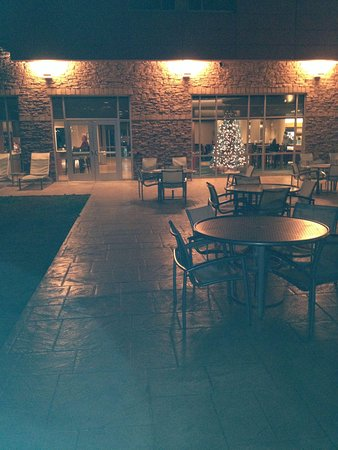 SpringHill Suites Chattanooga Downtown/Cameron Harbor: Outdoor patio