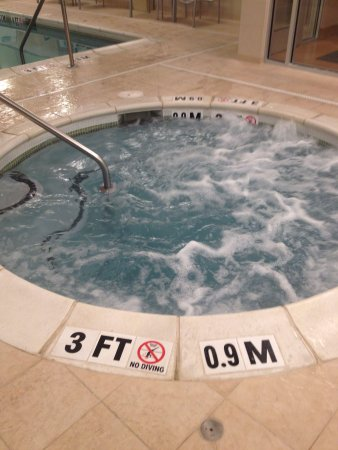 SpringHill Suites Chattanooga Downtown/Cameron Harbor : Hot tub