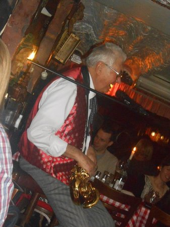 The Tiroler Hut Restaurant: Owner performing