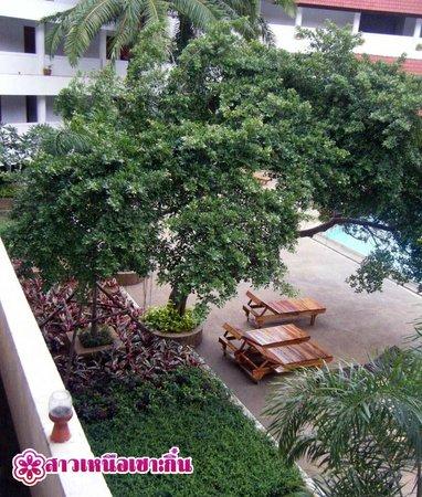 Pailyn Sukhothai Hotel: สวนริมสระว่ายน้ำ