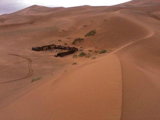 Palmeras Y Dunas: las  jaimas  entre  las dunas