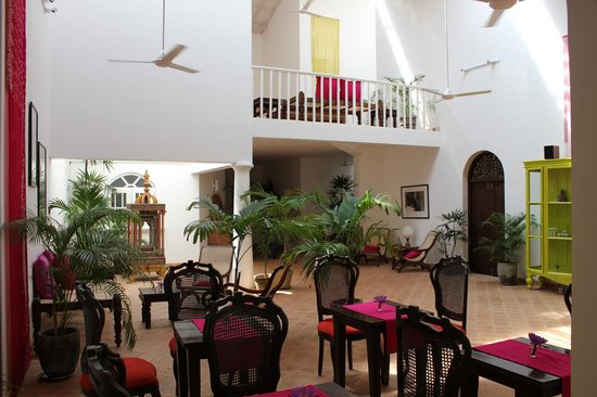 Mango House: Reception area
