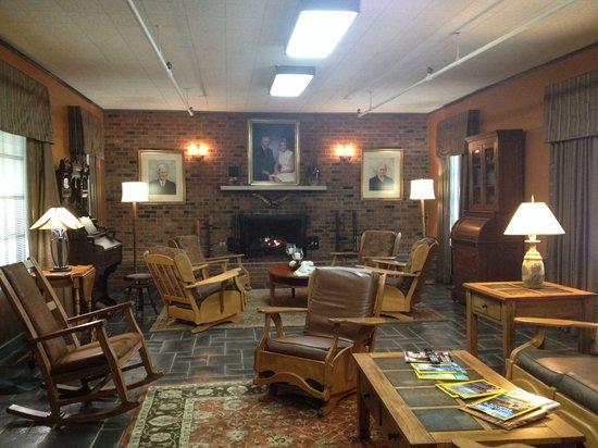Gatlinburg Inn: Room adjacent to the lobby