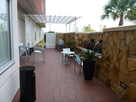 SpringHill Suites Houston Intercontinental Airport: Patio
