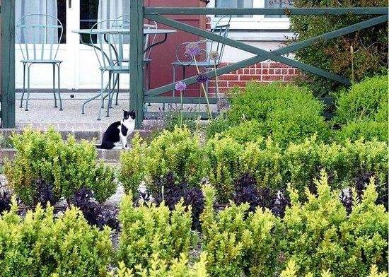 Marriott's Village d'lle-de-France : Beautiful gardens
