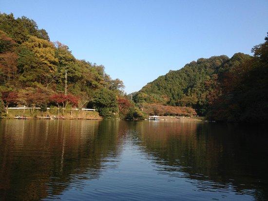 Moroyama-machi, Japonia: 山並みの間からの青空