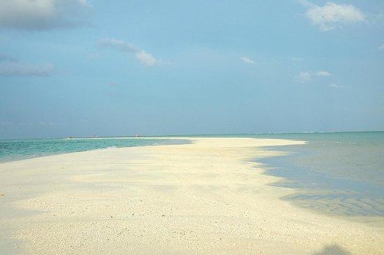Cocoa Island by COMO: Beach