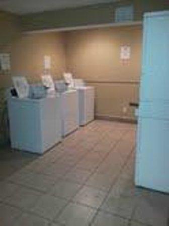 Howard Johnson Corpus Christi: Guest Laundry
