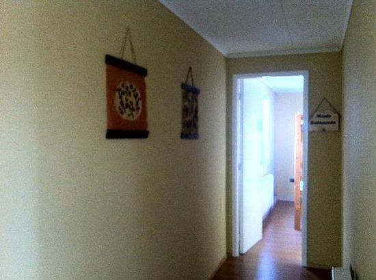 Hostel Motas de Coiron : pasillo que lleva hacia las habitaciones