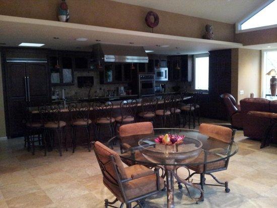 The Inn Above Oak Creek : Oak Creek Suite