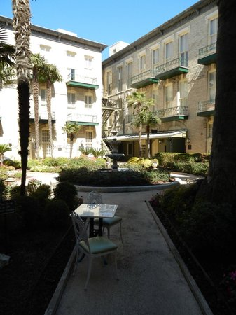 Menger Hotel: Garden