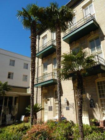 Menger Hotel: Courtyard