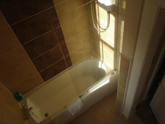 Stay Edinburgh City Apartments - Royal Mile: bathroom again