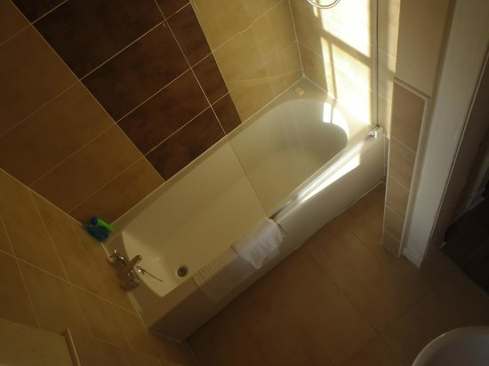 Stay Edinburgh City Apartments - Royal Mile: bathroom, pathetic water setting
