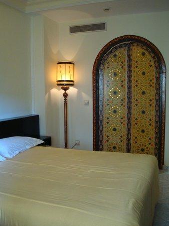 Menzeh Zalagh Hotel: A porta para o banheiro é bem original.