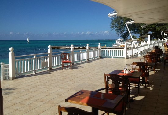 Royal Decameron Montego Beach: Typical view from the dining room