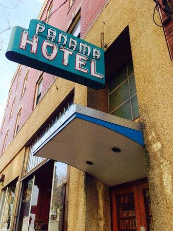 Panama Hotel: Hotel entrance