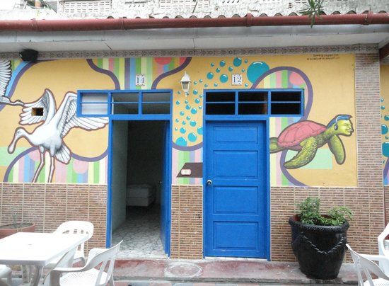 Hostel Mamallena: Inner walls, all painted like this!