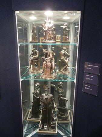 Grohmann Museum: Statues