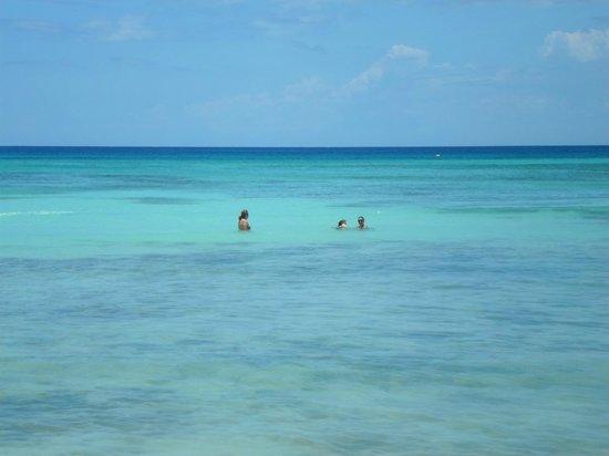 Coral Costa Caribe Resort & Spa : mar lindo e calmo