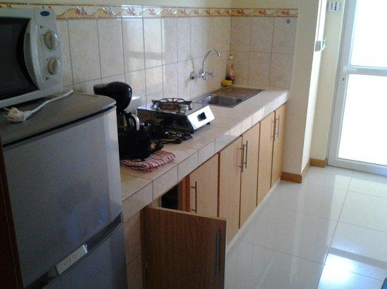Monalysa St Honore Apartment & Studios: cucina