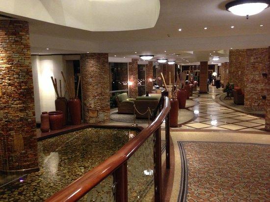 Kampala Serena Hotel: Lobby