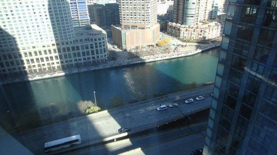 Swissotel Chicago : Chicago River below
