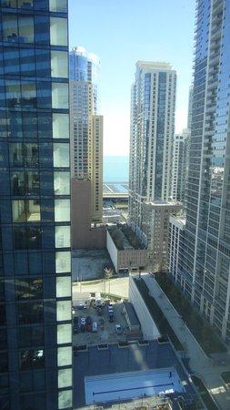 Swissotel Chicago : Lake Michigan beyond
