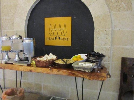 Hagoshrim Hotel & Nature: угощение в лобби:соки, горячий сайдер, финики, апельсины