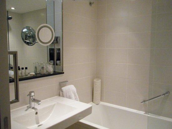 Royal Garden Hotel : バスルーム