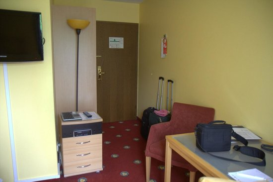 Das Golden Leaf Hotel Perlach Allee Hof: Crammed room