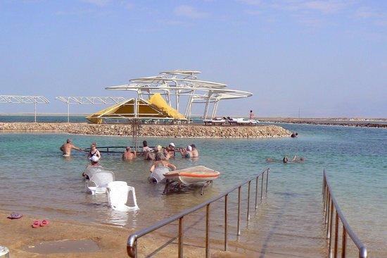 Leonardo Club Dead Sea Hotel : a la mer morte