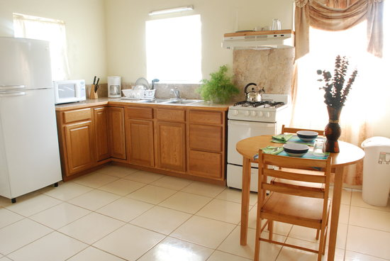 Connie's Comfort Suites: Kitchen