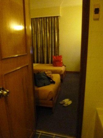 Bongsen Annex Hotel: バスルームから見た部屋