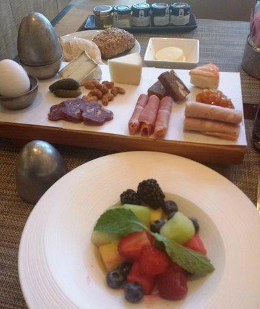 Mandarin Oriental, Las Vegas: European-style breakfast at moZEN.
