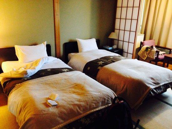 Hotel Viva Nikko: Tatami room with western style beds