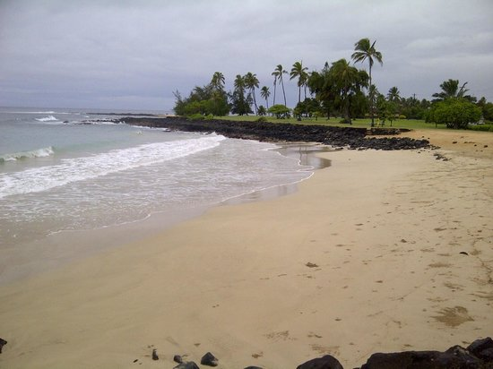 Poipu Crater Resort: 10 minute wallk to this safe beach