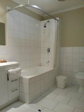 Ciloms Airport Lodge: bathroom