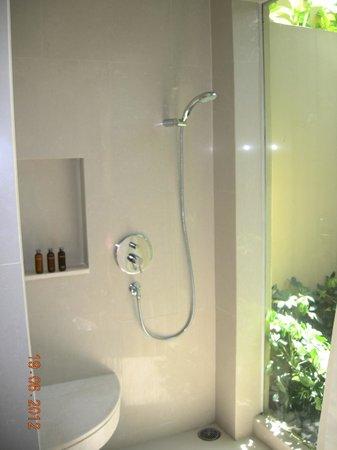 The Passage Samui Villas & Resort : душ