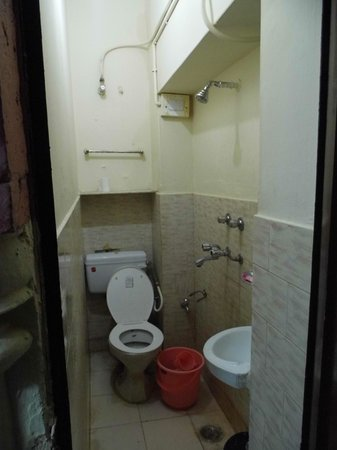 Superieur Hotel Haveli Jodhpur: Extra Super Small Bathroom