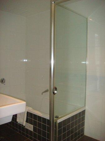 Meriton Serviced Apartments George Street, Parramatta: Apt 634 (Block D) - Bathroom